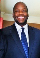 A photo of Esthus, a tutor from Howard University