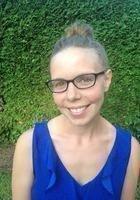 A photo of Elisa, a tutor from Syracuse University