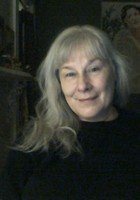 A photo of Julia, a tutor from Boston University