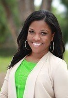 A photo of Shayna, a tutor from Florida Agricultural and Mechanical University