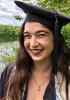 A photo of Leah, a tutor from Wellesley College