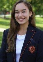 A photo of Nina, a tutor from Syracuse University