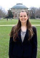 A photo of Aleeza, a tutor from University of Illinois at Urbana-Champaign