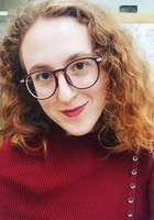 A photo of Elizabeth, a tutor from Oberlin College